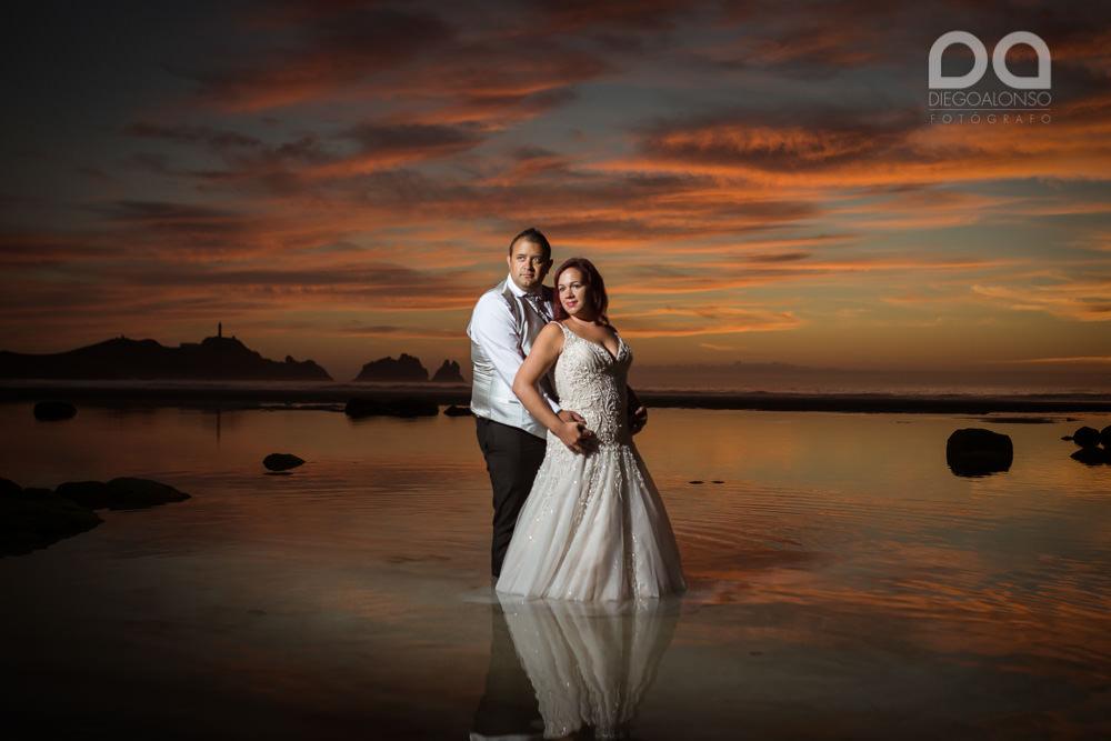 Postboda en la playa de Reira y Faro Vilán de Laura y Adrián