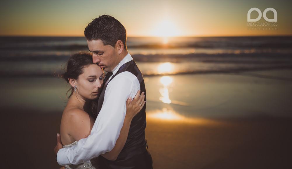 Postboda en la playa de Rostro en Fisterra de Carolina y Pablo 17