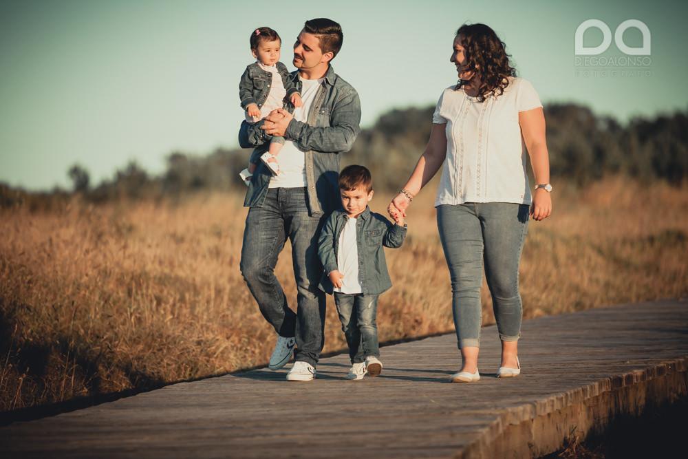 La preboda en familia de Brenda y Víctor en la playa de Reira 1