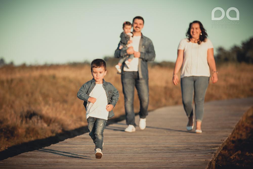 La preboda en familia de Brenda y Víctor en la playa de Reira 3