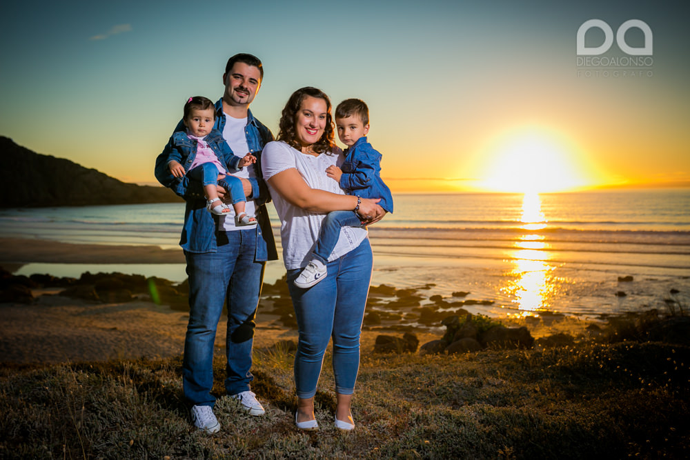 La preboda en familia de Brenda y Víctor en la playa de Reira 4