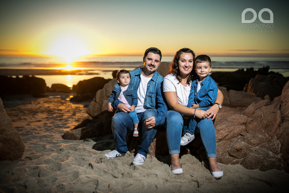 La preboda en familia de Brenda y Víctor en la playa de Reira 6