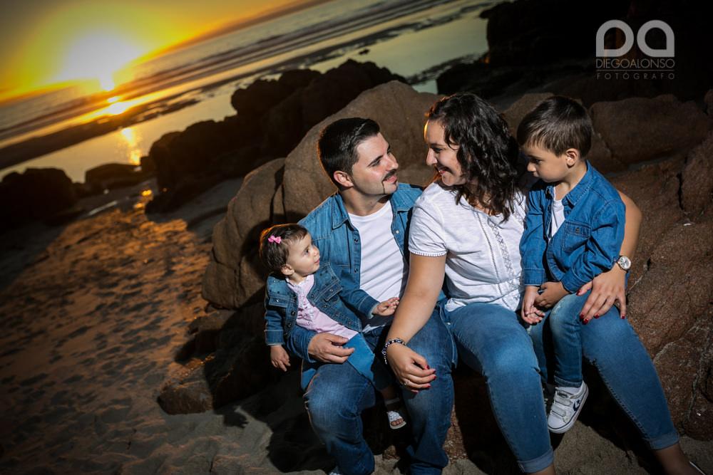 La preboda en familia de Brenda y Víctor en la playa de Reira 7