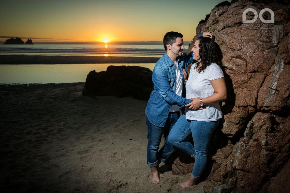 La preboda en familia de Brenda y Víctor en la playa de Reira 9