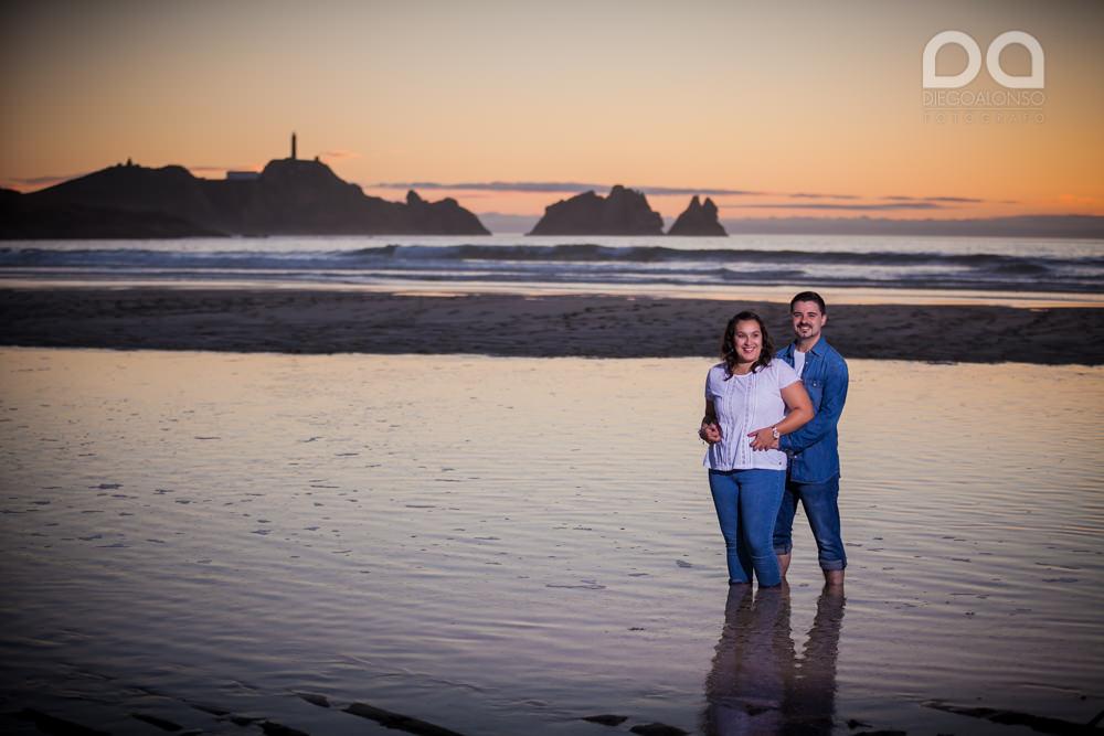 La preboda en familia de Brenda y Víctor en la playa de Reira 11