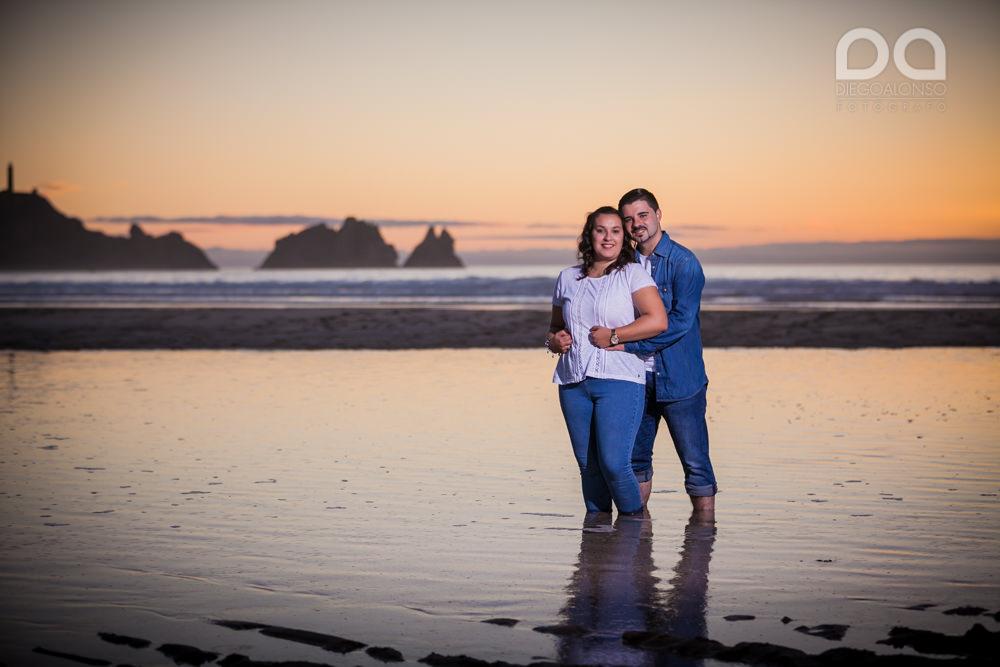 La preboda en familia de Brenda y Víctor en la playa de Reira