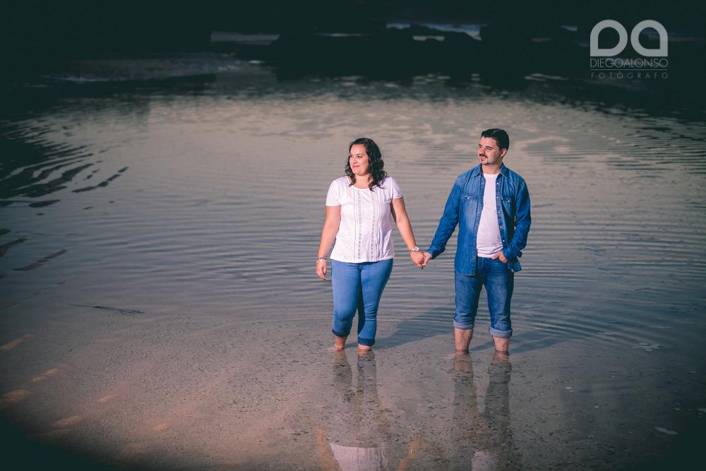 La preboda en familia de Brenda y Víctor en la playa de Reira 14