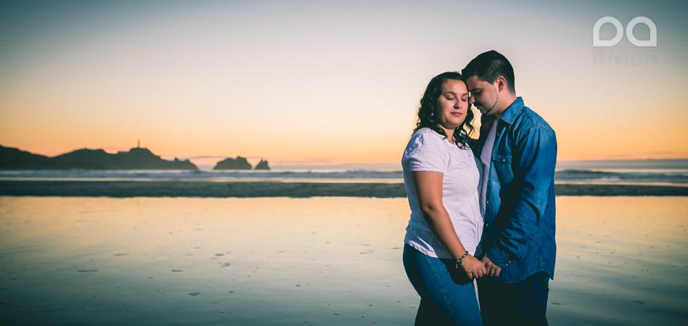 La preboda en familia de Brenda y Víctor en la playa de Reira 18