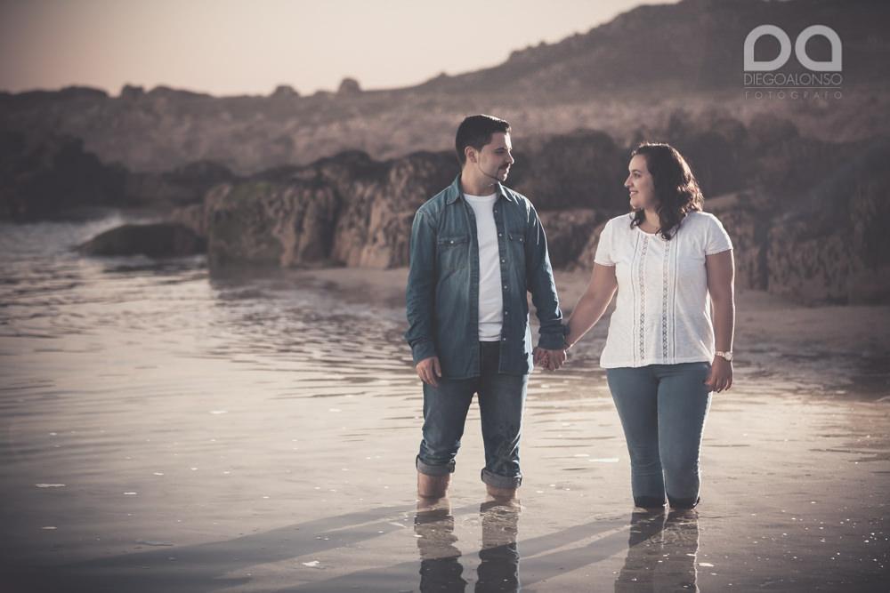 La preboda en familia de Brenda y Víctor en la playa de Reira 20