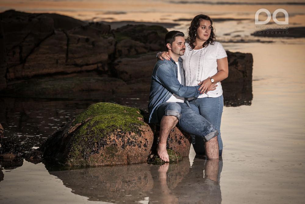 La preboda en familia de Brenda y Víctor en la playa de Reira 22