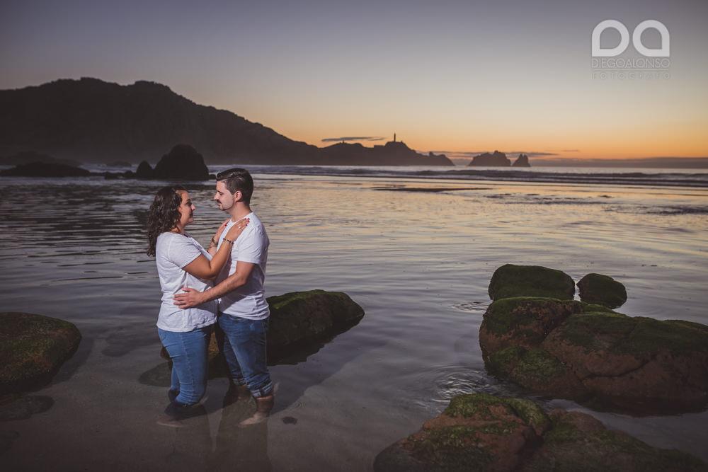 La preboda en familia de Brenda y Víctor en la playa de Reira 26
