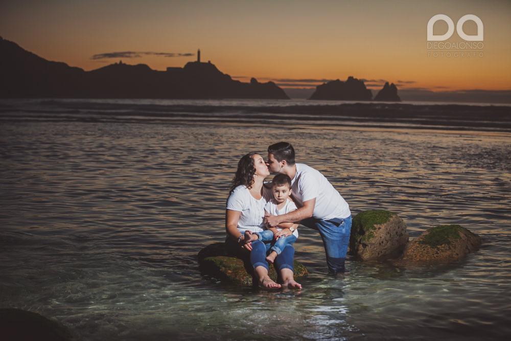 La preboda en familia de Brenda y Víctor en la playa de Reira 33