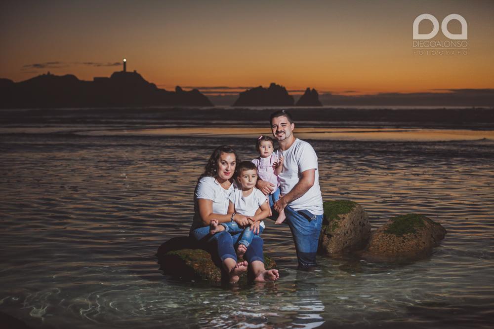 La preboda en familia de Brenda y Víctor en la playa de Reira 34