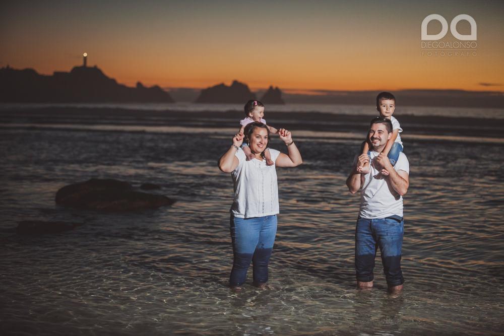 La preboda en familia de Brenda y Víctor en la playa de Reira 37
